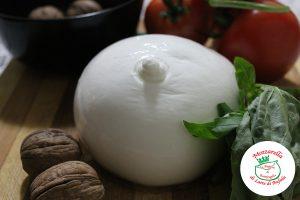 La mozzarella di bufala fa parte della storia e delle tradizioni della regione Campania da centinaia di anni. Battipaglia è fra i centri di produzione più importanti